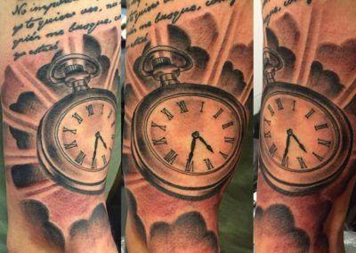 reloj-kuronekotattoo-zaragoza-dark_-1