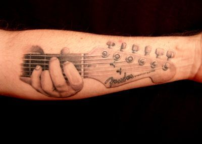 tatuaje-fender-curado